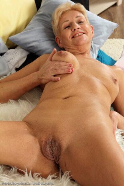 Eglantine, 54 cherche une aventure très rapidement