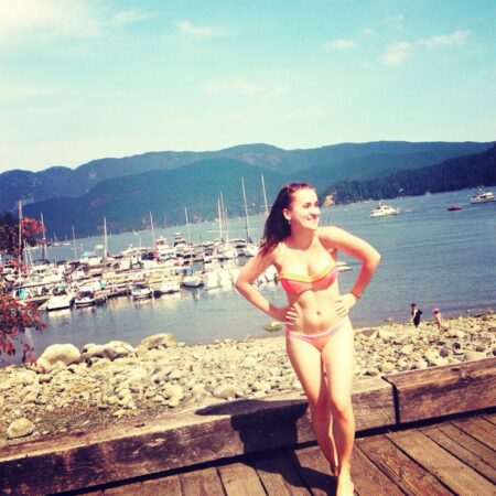 Albane cherche dialogue sympa et sexy